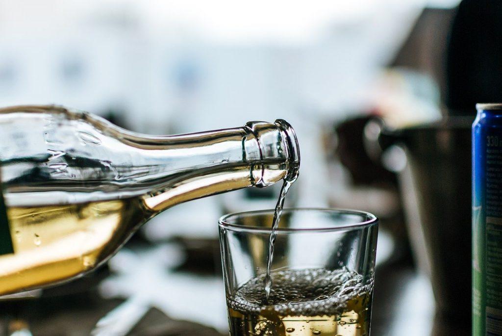 white wine, retsina, greece-3835585.jpg